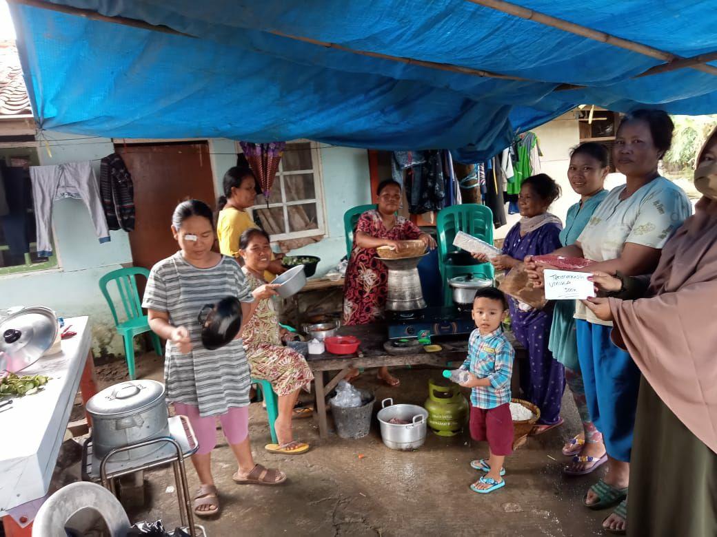 Penyerahan Bantuan di Dusun Poponcol Kidul